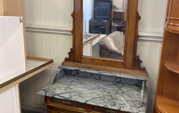 314 starožitná toaletka s mramorovou deskou a zrcadlem 110x60x210cm za 4680Kč