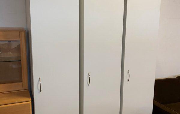 392 IKEA Pax -tři vybavené skříně bílé 50x60x235cm ,kus po 2170Kč