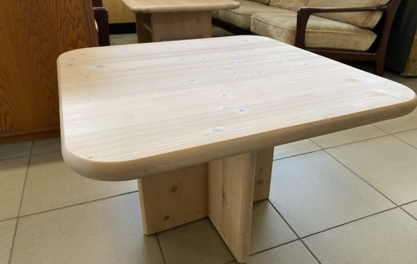 476 borovicový nelakovaný stolek 73x73x50cm za 1130Kč