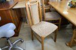 715 šest čalouněných bukových židlí po 380Kč