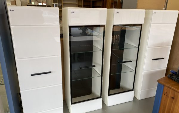 283 tři skříňky v bílém lesku 40x33x123cm po 790Kč