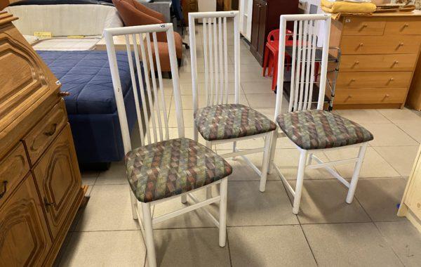 325 tři vysoké bílé židle po 430Kč