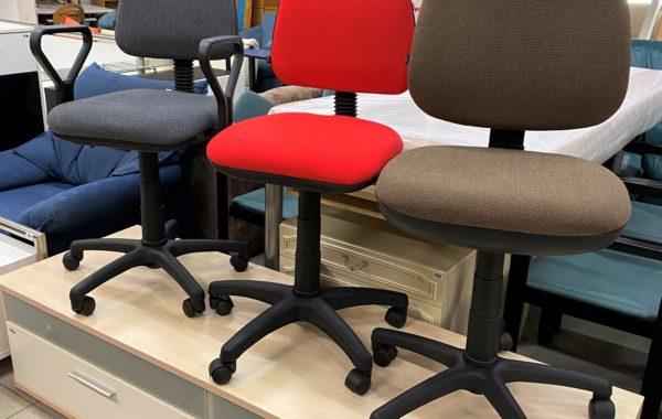 003 nové zabalené židle-větší typ+menší spodručkami po 870Kč,menší bez područek za 780Kč