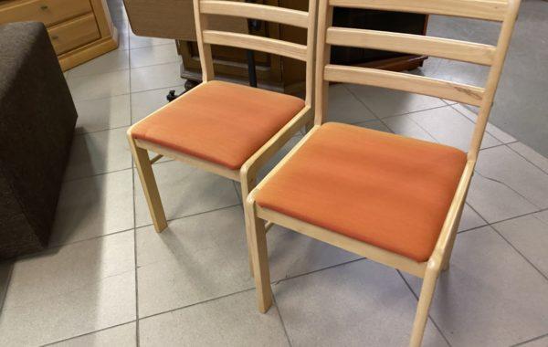 487 čtyři bukové čalouněné židle po 430Kč