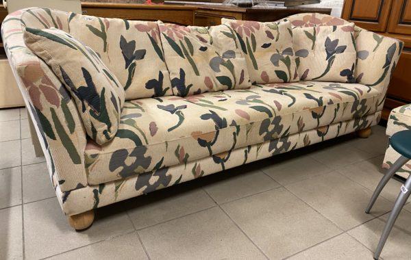 571 větší pestrá okrová sofá 230cm za 2760Kč a taburet za 580Kč