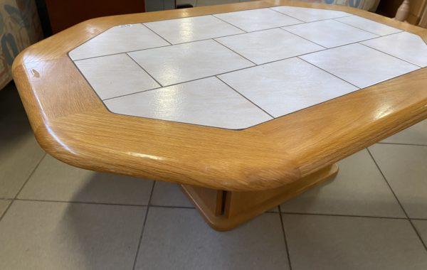 126 dubový konferenční stůl s dlažbou 125x85x50cm za 1640Kč