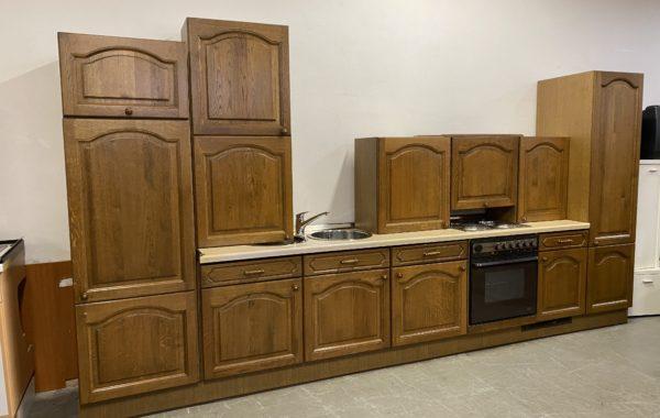 238 kuchyně s dubovými rustikálními dvířky v top stavu,se spotřebiči za 16870Kč