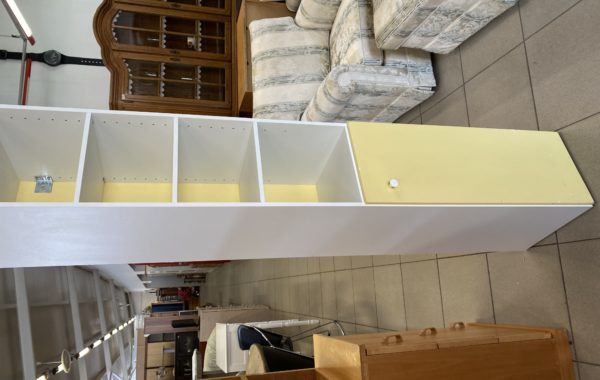 278 úzká policová skříňka s žlutými dvířky 30x30x182cm za 980Kč