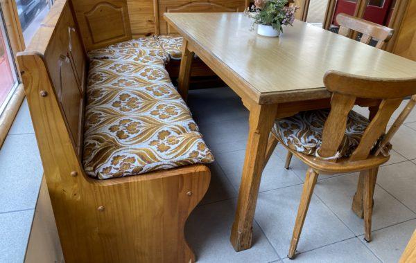 263 rohová borovicová lavice 175x135cm se stolem a židlemi za 4760Kč