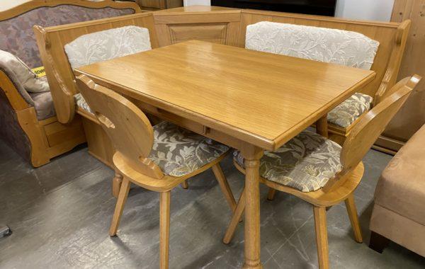 335 rohová dubová lavice  se stolem a dvěma židlemi 160x130cm za 4760Kč