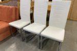 336 tři kovové židle s bílým potahem po 380Kč